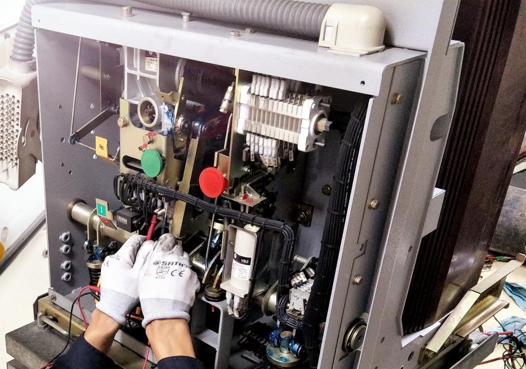 断路器操作机构变形及电器元件老化 你知道怎么处理预防么?